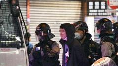 暴徒闹事打人香港两警员受伤 警方拘捕115人